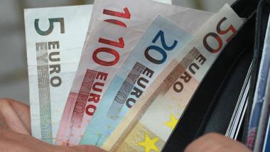 Portofel bancnote euro - Guliver Getty Images