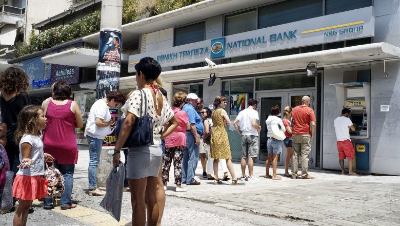 grecia cozi bancomate - GettyImages-478867304-2