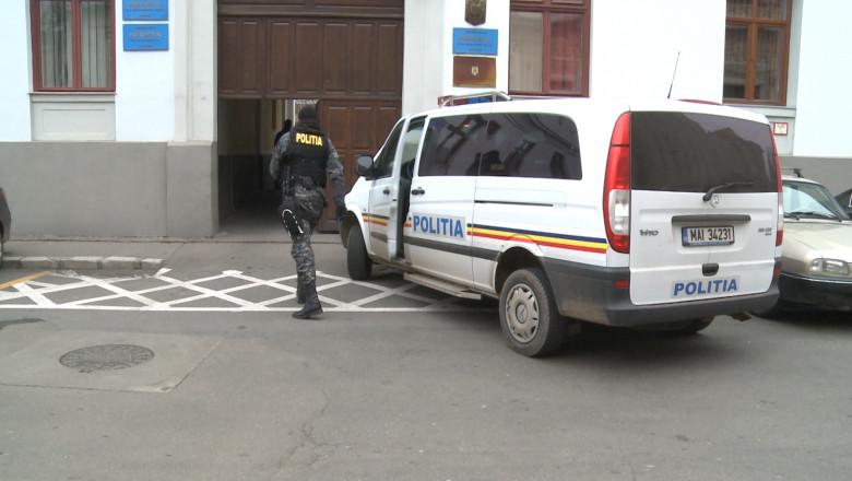 masina de Politie in fata DIICOT cu mascat