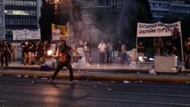 Protest violente grecia 16 07 GettyImages-480804440-1