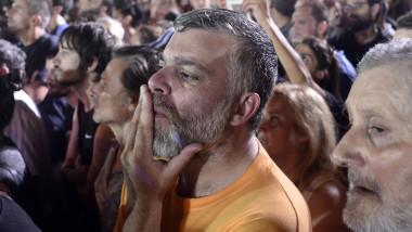 oameni asteptand rezultate grecia GettyImages-479384104 5072015-2