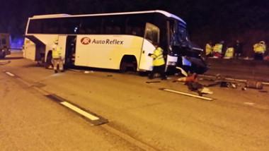 autocar accident anglia politia surrey 28 07 2015