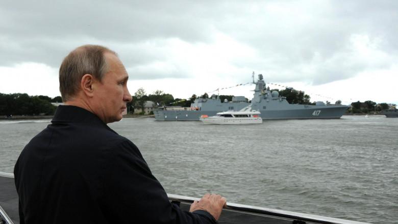 putin se uita la nava militara - kremlin.ru