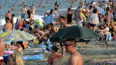 plaja oameni litoral crop1 - GettyImages - 21 iulie 2015