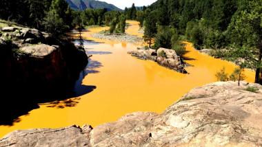 animas rau colorat in portocaliu foto durango herald 08 08 2015
