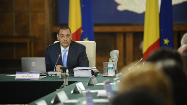 Victor Ponta sedinta de guvern cu carje gov.ro august 2015
