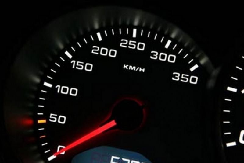 politia-rutiera-cere-sanctiuni-mai-aspre-pentru-cei-care-conduc-cu-viteza-excesiva-1349350184