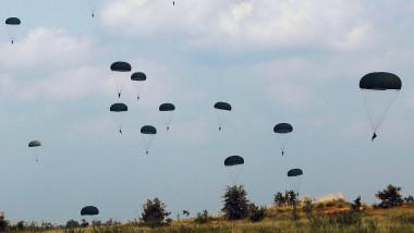 parasutisti militari - GettyImages - 24 august 15