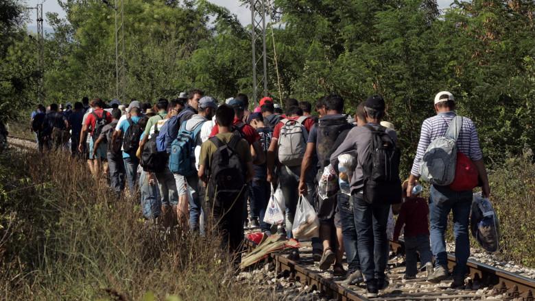refugiati pe calea ferata getty 25 august-2