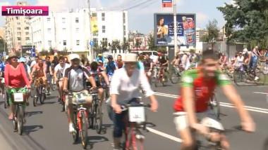 cititori pe bicicleta
