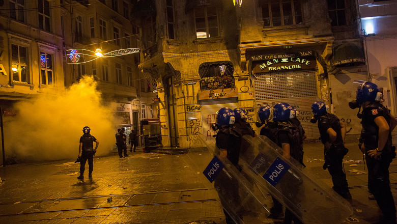 istanbul bataie foc - GettyImages - 28 august 15