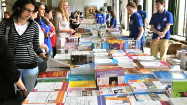 manuale scolare liceu - agerpres - 8 septembrie 2015