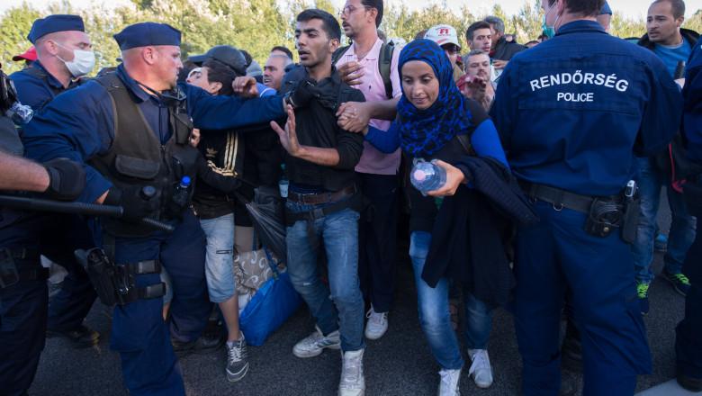Migranti cordon jandarmi Roszke Ungaria GettyImages septembrie 2015