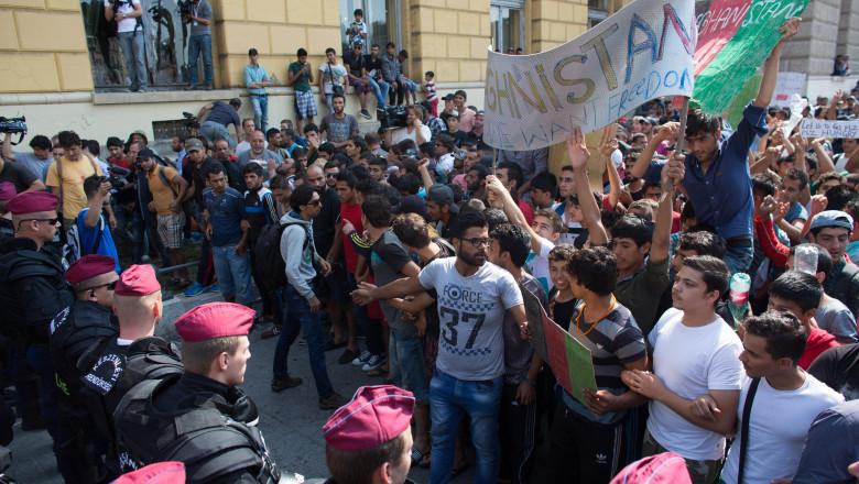 refugiati politie gara keleti GettyImages-486217870-4