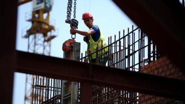AGERPRES constructii muncitor