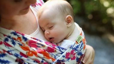 Boba Wrap-Wildflower-port-bebe-colorat-anti-colici-plans-somn-bebelus