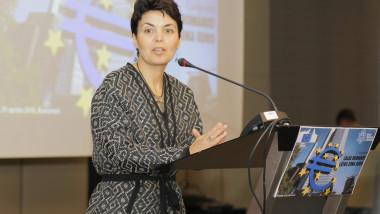 Angela Filote seful Reprezentantei Comisiei Europene in Romania Marin Raica Inquam Photos aprilie 2015