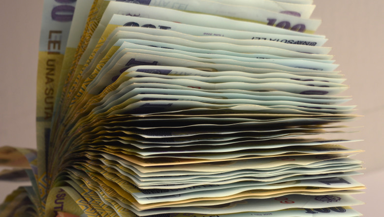 lei bancnote bani -agerpres - 17 august 2015-6