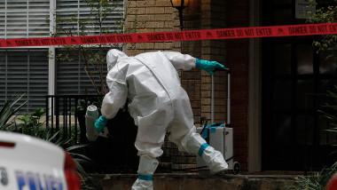 Muncitor dezinfecteaza o locuinta Ebola Dallas - Guliver GettyImages