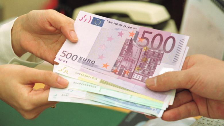 Bani euro fonduri europene GettyImages august 2015-6