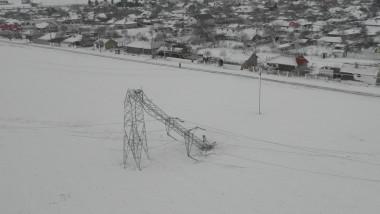 Stalp de inalta electricitate cazut iarna - flickr enel