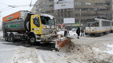 Intersectie Bucuresti utilaj deszapezire Romprest agerpres 8206399-1