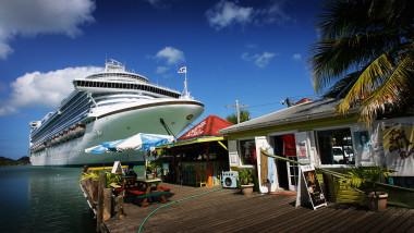 Vas de croaziera in Caraibe GettyImages-80211296