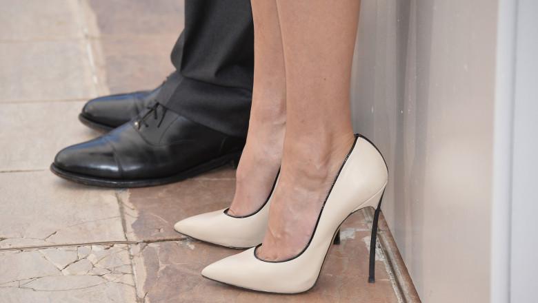 Picioare de barbat si picioare de femeie barbat si femeie sexe GettyImages-491908211