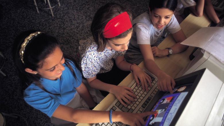 copii elevi calculator getty