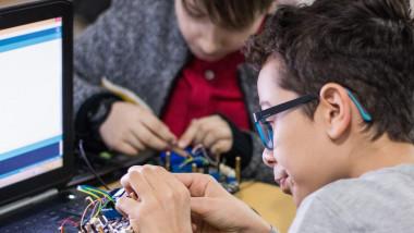Cursuri de Robotica academia inventeaza 1 1