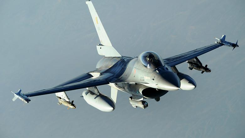AVION F16 22