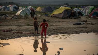 Migranti copii Idomeni Grecia GettyImages-516527172