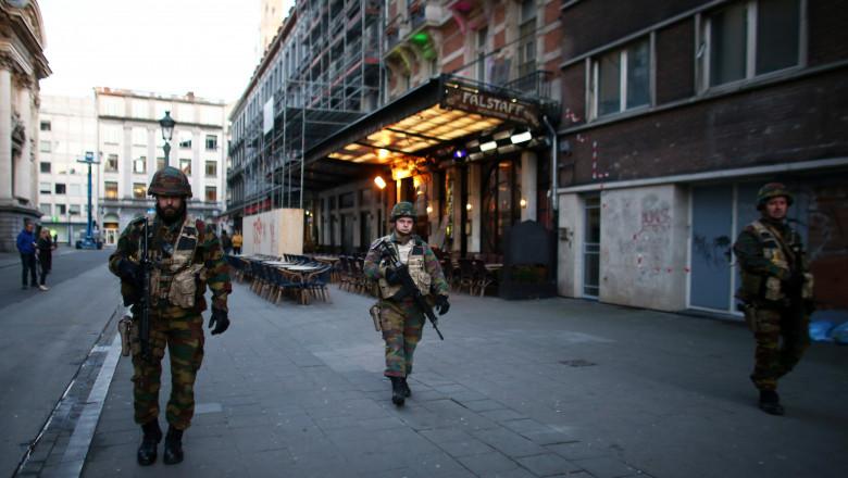 Soldati belgieni pe strazile din Bruxelles GettyImages-516963774
