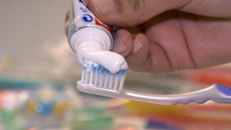 periuta pasta de dinti