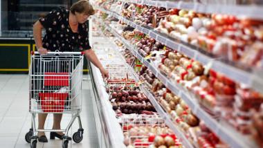 Cumparaturi supermarket Rusia GettyImages-1360211
