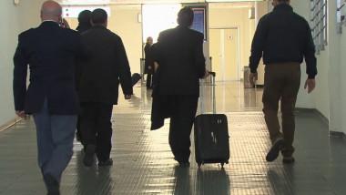 mafia barbati spate bagaj
