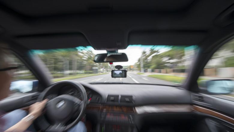 masina interior sofer volan condus - GettyImages - 10 iulie 2015