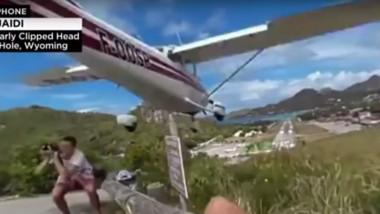 fotograf aproape lovit de avion caraibe