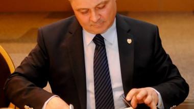 Un senator condamnat la muncă în folosul comunităţii a trecut la partidul lui M. Vanghelie