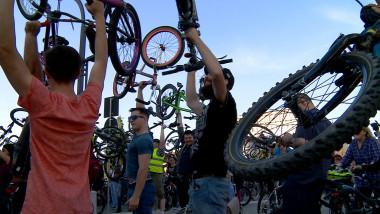 critical mass ridicare biciclete