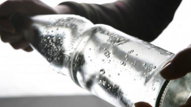 sticla cu apa - GettyImages - 23 iulie 2015
