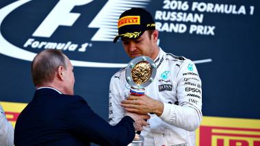 Vladimir Putin premiu Nico Rosberg marele premiu formula 1 Rusia GettyImages-526797232