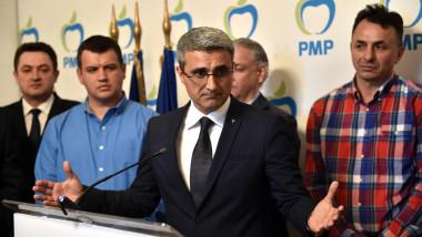 Robert Turcescu, ofițer acoperit. Traian Băsescu: Oprea a făcut multe avansări ilegale