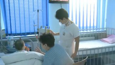 copil mic bebelus spital dializa