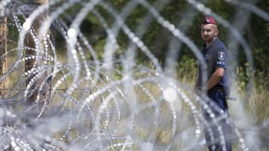 refugiati gard ungaria politist -GettyImages-480906226-1