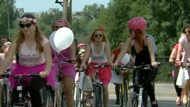 femei biciclete