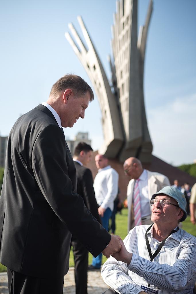 original inaugurarea monumentului aripi 15 presidency.ro