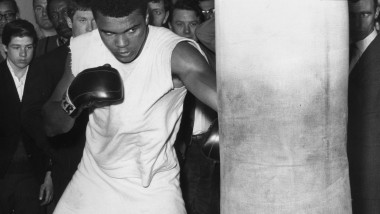 cassius clay - GettyImages-3067779-1
