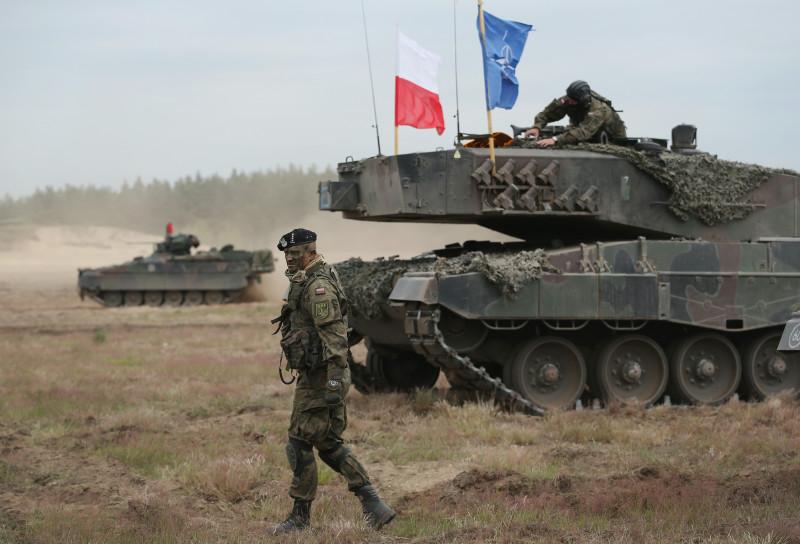 polonia nato armata steag GettyImages-477571552