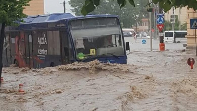 autobuz in apa 1